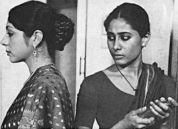 Smita Patil (right) as Janaki and Kawal Gandhiok as Hansa in Tarang