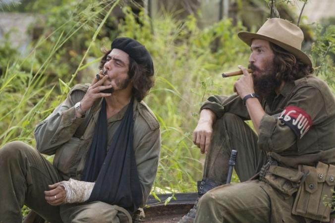 Benicio del Toro as Che and Santiago Cabrera as Camilo Cienfeugos