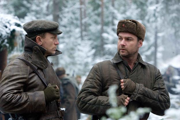 Daniel Craig and Liv Schreiber as Tuvia and Zus Belieski