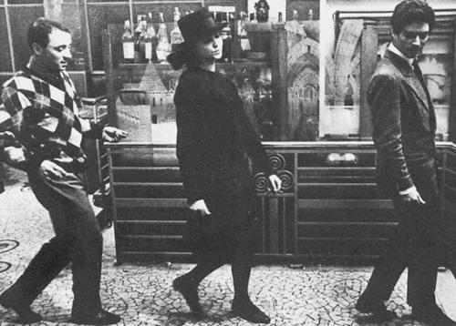 Arthur (Claude Brasseur), Odile (Anna Karina) and Frantz (Sammi Frey)