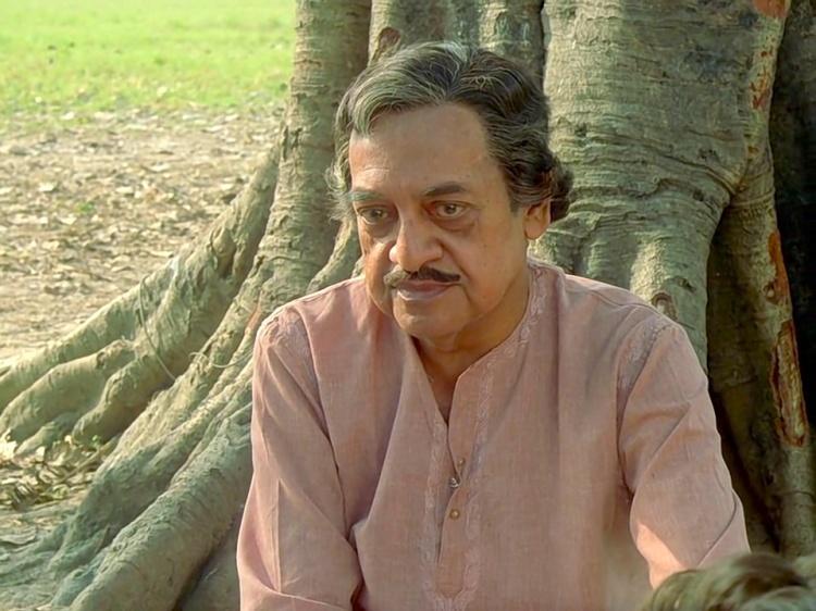 Utpal Dutt as the stranger (Uncle Mitra)