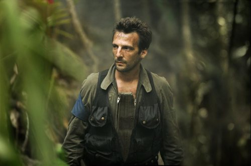 Philippe (Mathieu Kassovitz) has the difficult role as negotiator