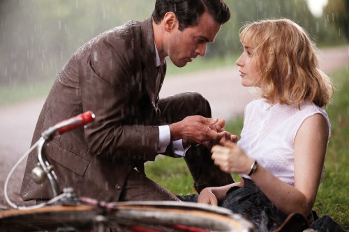 Luis (Romain Duris) and Rose (Déborah François).