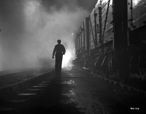 A classic noir image from IT ALWAYS RAINS ON SUNDAY (1947).Photo courtesy of Rialto Pictures.