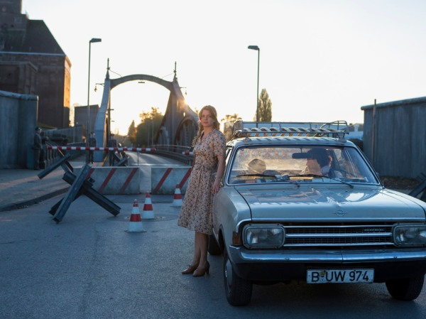 Nelly Senff (Jšördis Triebel) and Alexej (Tristan Göšbel) have just crossed the border from East to West Berlin, with the help of Gerd (Andreas Nickl).